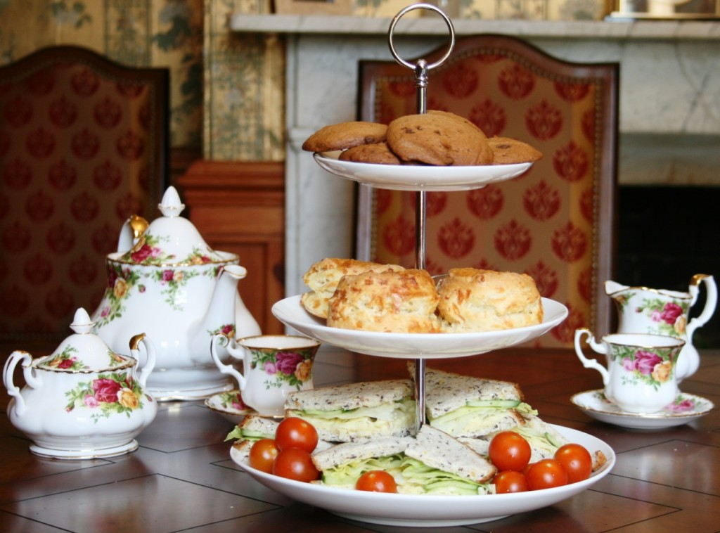 Picture via lucysvicaragetearooms.com